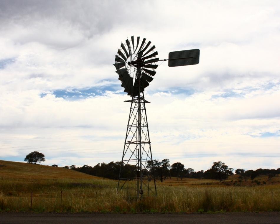 Broken windmill, Borrowa Road, 2 December 2013