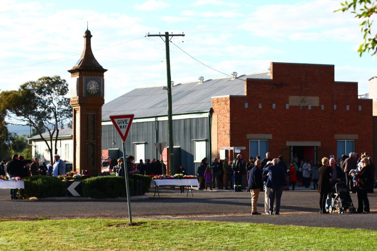 Anzac Day 2015 - After the service 4
